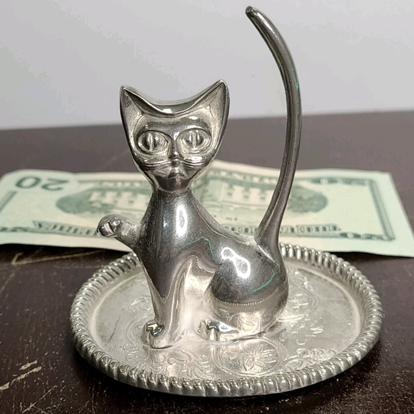 Vintage ring holder sitting Silverplated cat